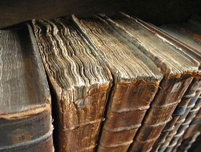 eski kitap, Sanatsal anlatım: Edebiyat üzerine