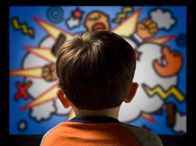 Çocuklar medyakarşısında, özellikle televizyon karşısında tamamen savunmasız ve yalnız kalıyorlar. Televizyondaki yetersiz yapımcıların öğrettiği yalan yanlış, şiddet ve cinsel içerikli zararlı yayınların tesiri altında kalabiliyorlar.