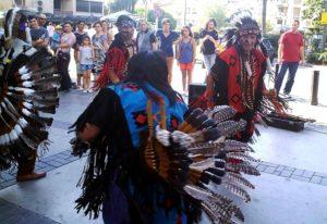 Kızılderililer Kadıköy'ü danslarıyla coşturdu