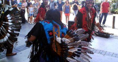 kızılderili müzik grubu istanbulluları coşturdu
