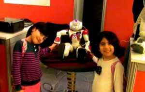 turk-robotu-cocuklarin-gozdesi-oldu