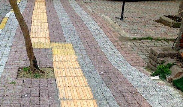 Kaldırımdaki sarı bantın anlamını biliyor musunuz?