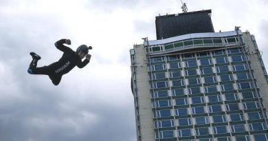 TEKNOFEST, Taksim'de insanları uçurmaya başladı