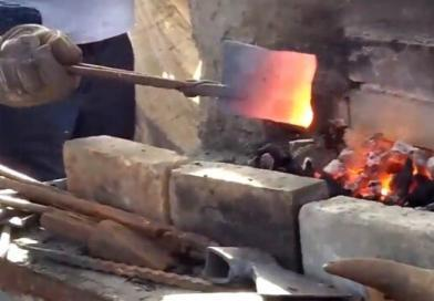 Demir aletleri yapan Sıcak Demircilik Sanatı ustaları nasıl çalışıyor?
